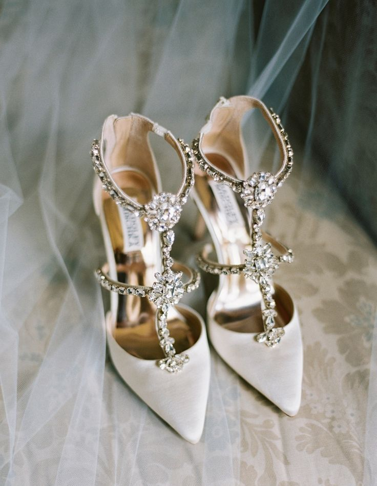 8aa86a37bf6820 9 Steps To Choosing The Best Graduation Shoes — No One Wants To Fall On  That Stage